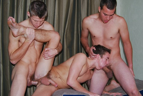nughty gay dudes in a hardcore threesome